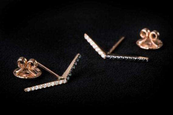 White diamond leave in the center and five leaves below earrings